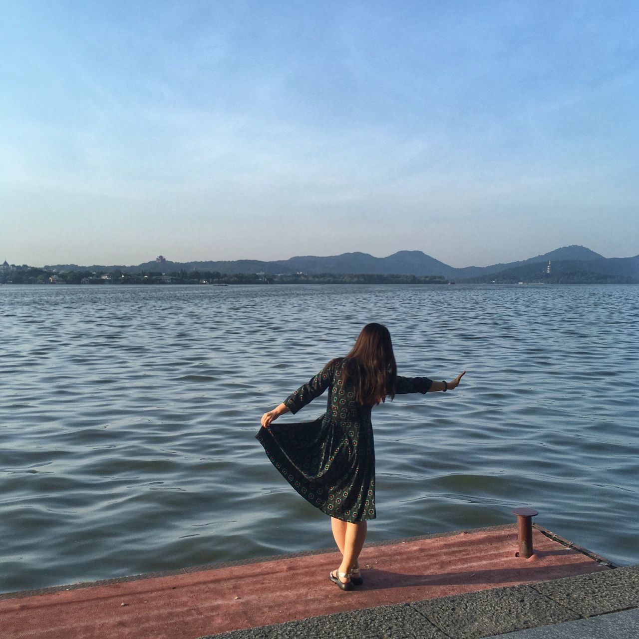 water, one person, real people, nature, sea, beauty in nature, scenics, full length, tranquil scene, leisure activity, outdoors, lifestyles, tranquility, day, young women, mountain, young adult, women, sky, people