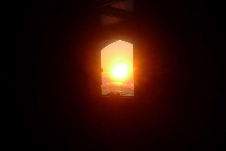 BeautifulSun Glowing Illuminated Light Mystery Sun Sunset_collection Sunsetintheboat Window Reflections Window View