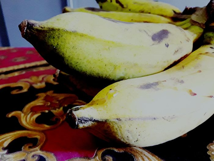 plantain on the table Plantain On The Table Banana Tree Banana Peel Bananas Beautiful Beauty In Nature Fruit Photography Fruits And Vegetables Fruits Lover Fruit Tree Helthyfood Foodphotography Food Nice Nice Photography Food And Drink No People Indoors  Healthy Eating Close-up Table Food