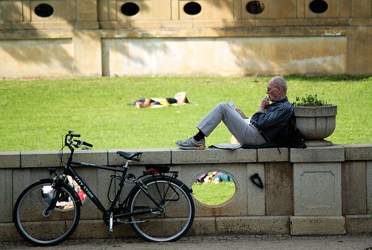 a man takes a break with his bike in a park in Berlin Bicycle Bike, Park, Man, Nap Break Celebrate Your Ride Creativity Day Enjoyment Fahrrad Fun Harmony One Person Park Parked Parking Pause PauseCafe Rest Summer