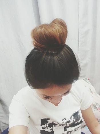 Messy hair it is! Lazy #cute #hairbun #chillin .♡