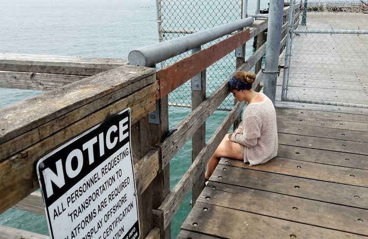 Lonely Loneliness Sadness Sorrow Young Adult Sitting Pier Ocean Background Meditation Strength Copyspace Sommergefühle Need A Friend Thinking Contemplation One Woman Only Theraputic Breathing Space
