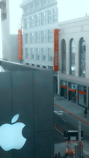 Apple Ferrari Store School