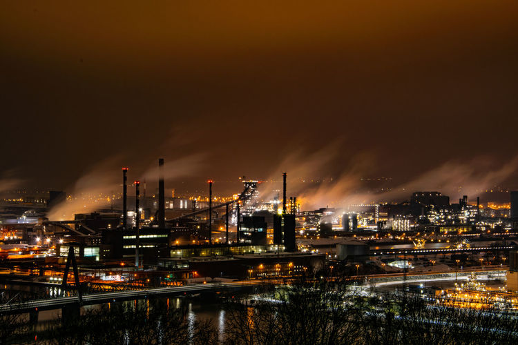 Voest - Linz Night Building Exterior Illuminated Industry Architecture Smoke Stack Built Structure Factory Sky Water Fuel And Power Generation Cloud - Sky No People Environmental Issues Environment City Nature Outdoors Pollution Smoke - Physical Structure Air Pollution Industrial District Industry Linz Long Exposure
