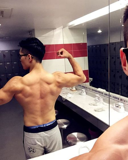 Back Day, 總是不給力,在努力😡🔥 Motivation Fit UnderArmour Fitness GymLife Selfie Flex Instafitness Gym Trainhard Eatclean Grow Dedication Strength Ripped Back Day Fitnessgear Muscle Shredded 筋トレ 근육 Cardio 보디빌딩 背 kaohsiung grind lifestyle 肌肉 訓練