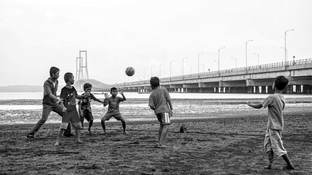 Art Is Everywhere Soccer Sport Playing Ball Soccer Ball Team Sport Soccer Field People Playing Field Medium Group Of People Group Of People Adult Men Match - Sport Baseball - Sport Day Sports Clothing Competition Boys Real People EyeEmNewHere