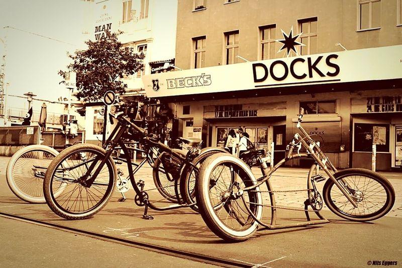 Drecknecks Bikes at Docks Bicycle Costumbike Cruiser Fahrrad Fahrradfahren Drecknecks Spielbudenplatz Fahrradabstellplatz Fahrräder