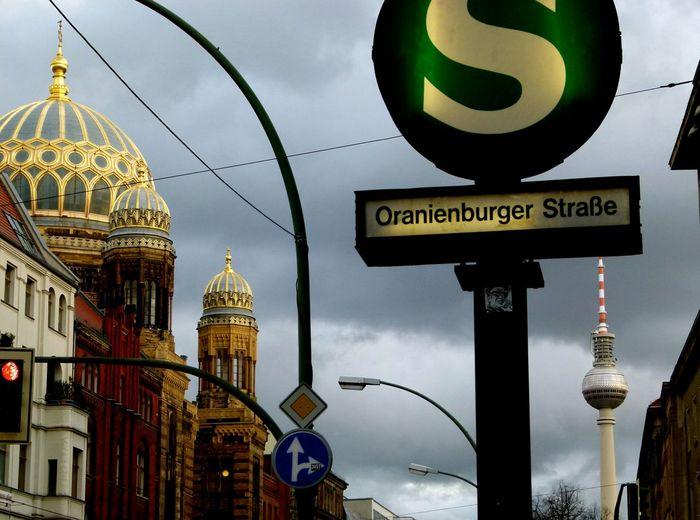Berlin metro stop sign