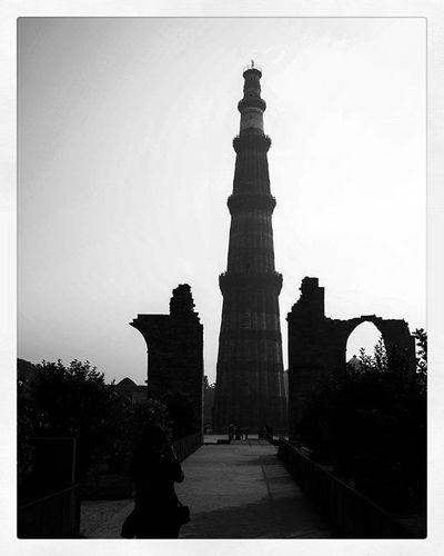 QutubMinar Mehrauli Sillouhtte Delhi Delhimerijaan😍😊