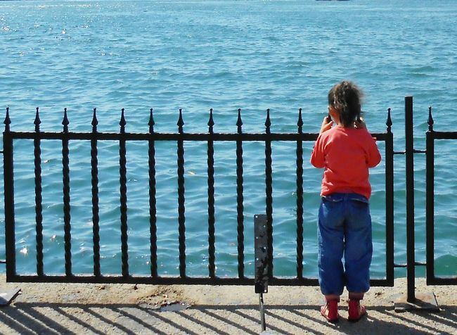 Little girl with red shoes.... Loneliness Streetphotography Getting Inspired Littlegirl Long Goodbye