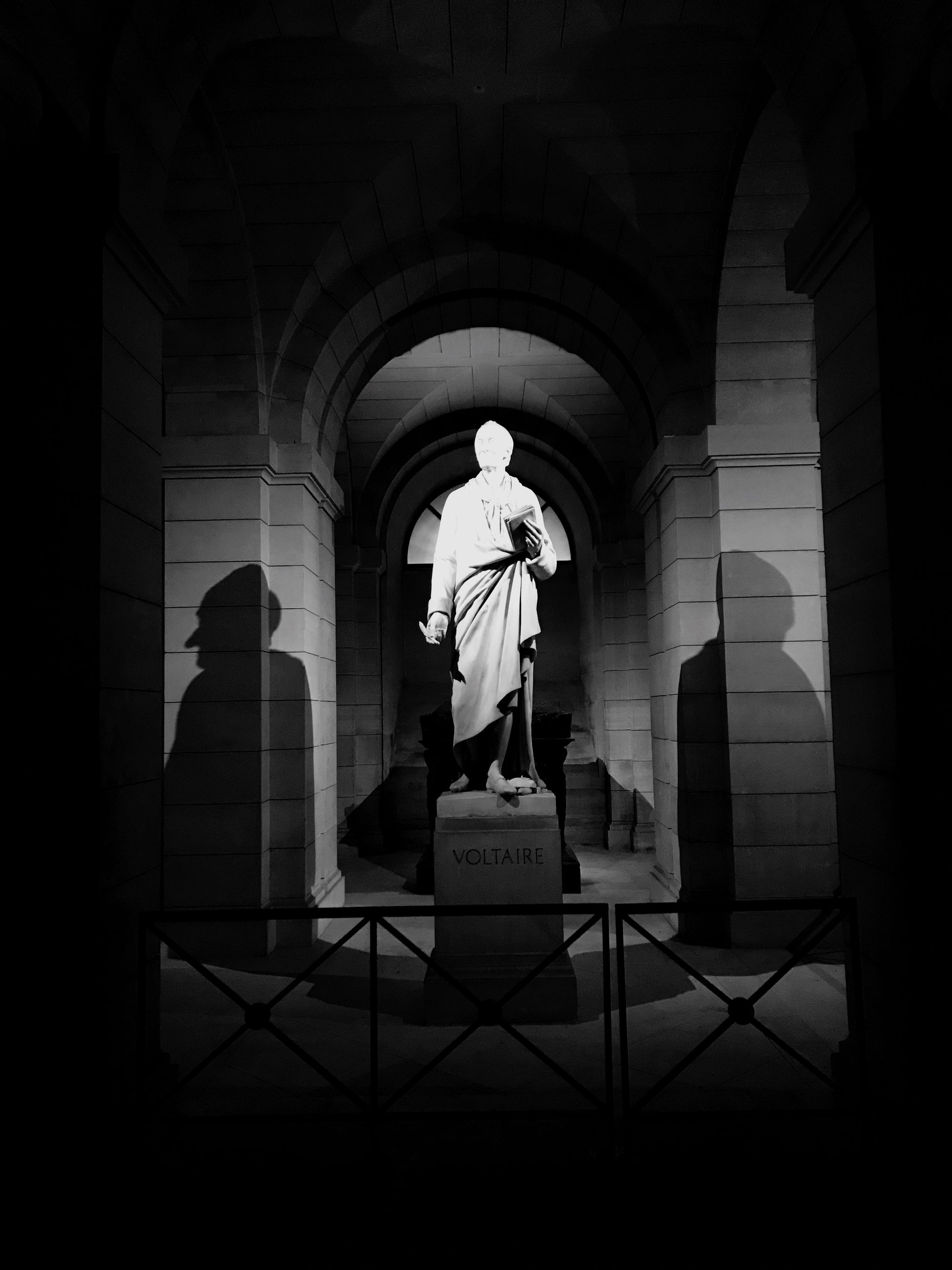 statue, human representation, real people, arch, built structure, architectural column, history, architecture, spirituality, sculpture, standing, full length, travel destinations, men, day, indoors, people