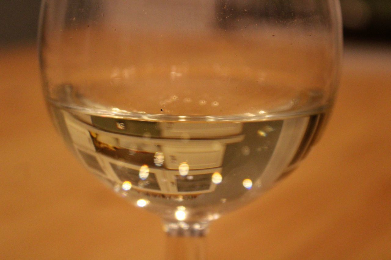 CLOSE-UP OF GLASS OF WINE