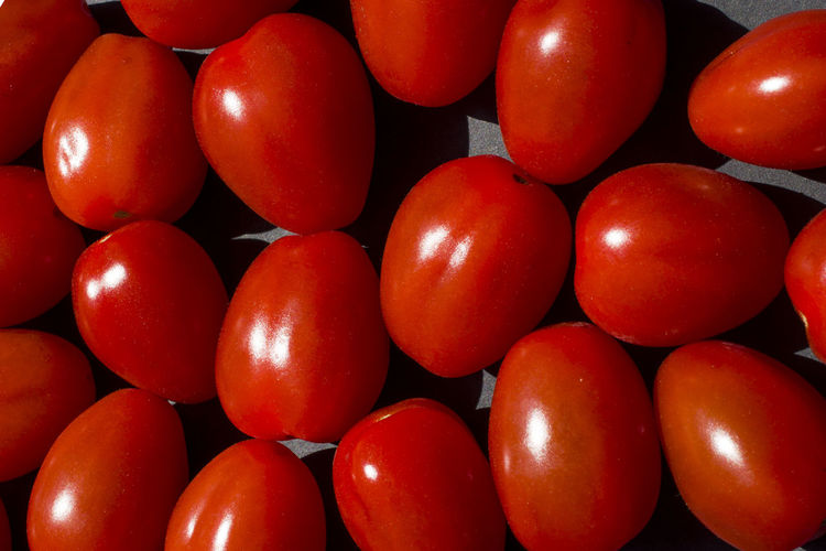 close up tomato on black background Abundance Arrangement Backgrounds Cherry Tomato Close-up Food Food And Drink Freshness Fruit Full Frame Healthy Eating Indoors  Large Group Of Objects Market No People Red Repetition Still Life Tomato Vegetable Vegetarian Food Wellbeing