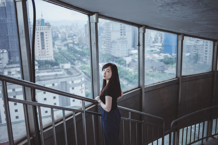 Canon Rooftop 人像 台北 台灣 Girl Street Portrait Of A Woman Women Way2ill Enjoying Life EyeEmNewHere Taipei Taiwan Daily Life EyeEm Best Shots Photography Streetphotography Bestoftheday EyeEm One Person Window Railing Young Adult Looking Architecture Young Women