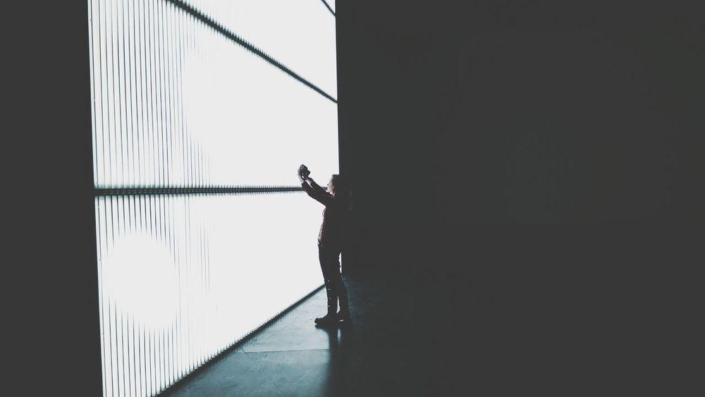 Light wall session- Selfie Art Minimalism