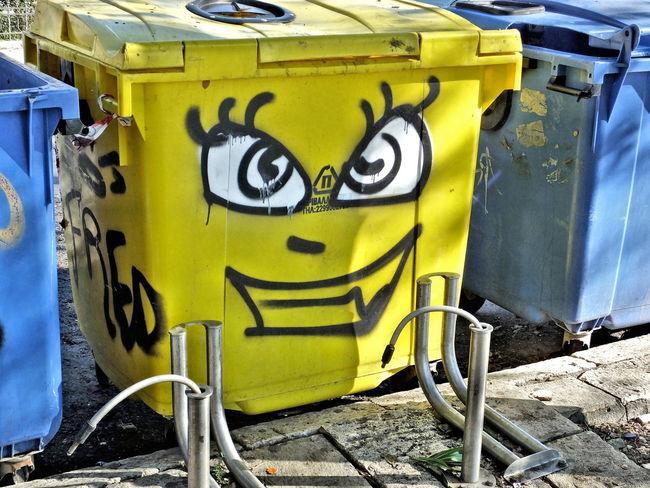 Bin Graffiti Smiing Urban Art