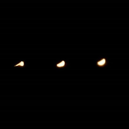 Çok güzel bir karpuz dilimi var gökyüzünde bulutlarla dans ediyor 👯❤🌒🌕🌘 Hazır yeri gelmişken Noel babadan isteklerime gelince 1. Teleskop 🔭 2. De Fotoğrafmakinesi 📷 Ay Moon Themoon Laluna 😚 Eyesofmoon Nofilter Instanight Instasky Moonaddict