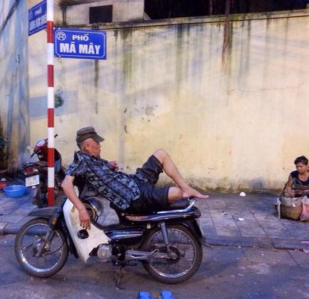 Relaxing Kicking Back Moto Xe Om Moto Driver Working Hard Or Hardly Working Chillin' Ma May Phố Cổ Old Quarter, Hanoi Hanoi, Vietnam Street Photography