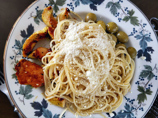 Spaghetti with cheese, olives and roasted chicken fillet Dinner Time Olive Poultry Spaghetti Symplicity Above Cheese Chicken Meat Close-up Crockery Dinner Fillet Food Food And Drink Indoors  Italian Food Main Course Meal No People Pasta Plate Ready-to-eat Serving Size Spaghetti Still Life
