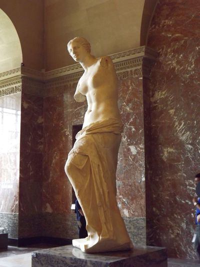 Full Length Indoors  One Person Real People Standing Lifestyles Day Men Sculpture Young Adult Paris France Louvre Statue Venus De Milo