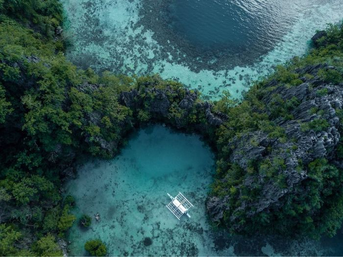 Heart hidden Lagoon in Coron Hunting Seconds Travel Photography Photooftheday Travel Destinations Holiday Amazing View Aerial View Dji Dronephotography Beautiful Nature Lagoon Phillipines Water Beauty In Nature Sea Nature Scenics - Nature First Eyeem Photo
