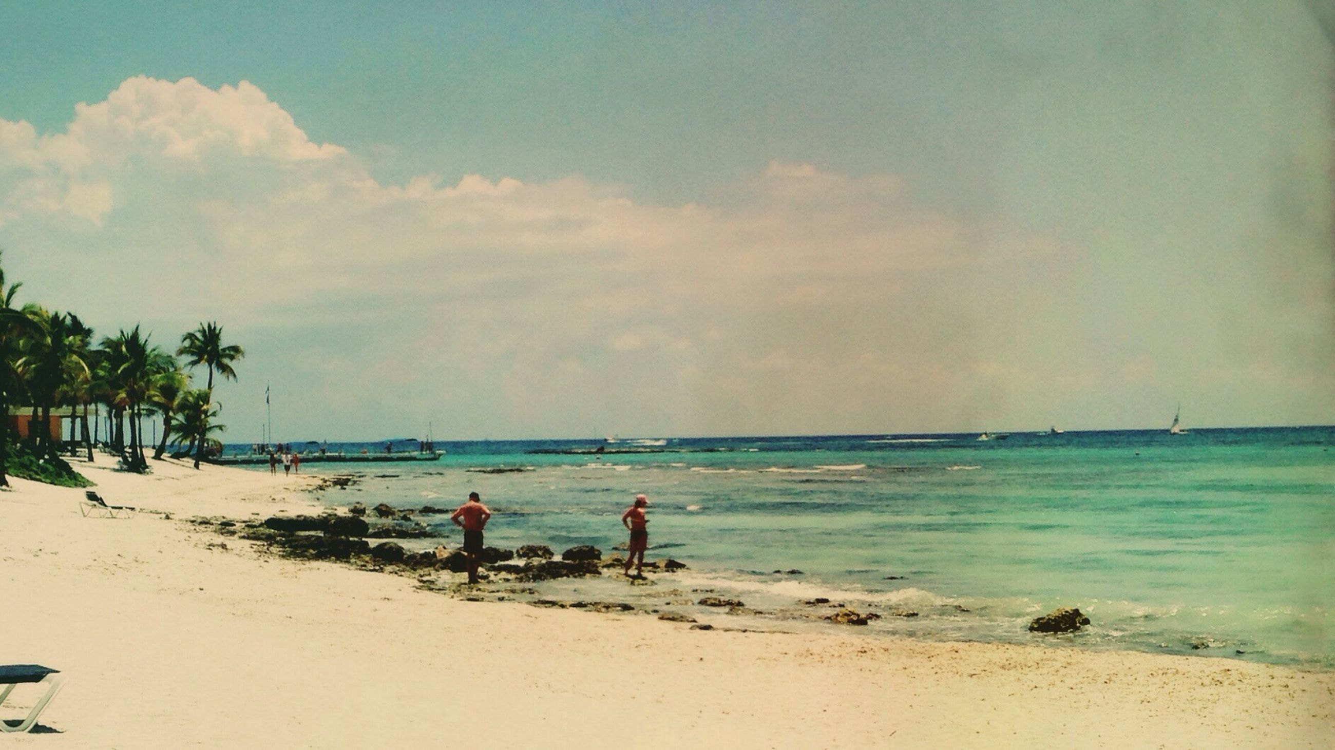 beach, sea, sand, shore, water, horizon over water, sky, vacations, leisure activity, scenics, lifestyles, beauty in nature, cloud - sky, tranquil scene, tranquility, large group of people, nature, coastline, incidental people