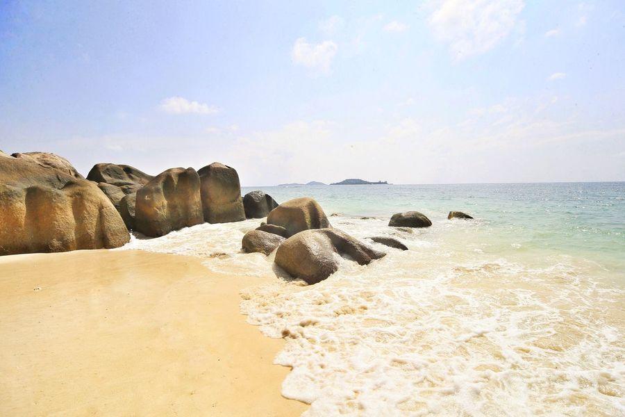 EyeEm Selects Beach Sea Sand Rock - Object Nature Beauty In Nature Sky Horizon Over Water Scenics No People Water Tranquil Scene Tranquility Day Outdoors Pebble Beach Seychelles Seychelles Islands Praslin Praslin Seychelles