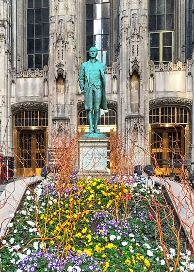 American Hero and Patriot Nathan Hale Bronze Statue at Tribune Tower Historical Building Amazing Architecture Chicago Architecture Chicago Loop another Example of Public Art in Chicago IPhone Amateurphotography Eyeemurban EyeEmArt EyeEm Gallery Eyeemphotography Eyeemchicago