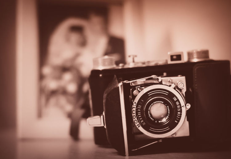 The wedding photographer Wedding Photographer Blurry Background On Purpose Camera Camera - Photographic Equipment Close-up Cludor Day Digital Single-lens Reflex Camera Focus On Foreground Home Interior Indoors  Old-fashioned Photographing Photography Themes Retro Styled Selective Focus Technology Vintage Zeiss