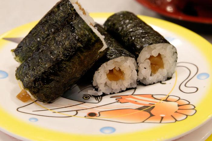 かっぱ寿司にて Food Food And Drink Foodphotography Foodporn Freshness Fujifilm Fujifilm X-E2 Fujifilm_xseries Japan Japan Photography Japanese Food Meal Sushi すし いくら 寿司 蟹 鮨