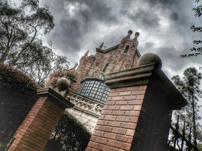 999 happy haunts... The Haunted Mansion WDW Magic Kingdom