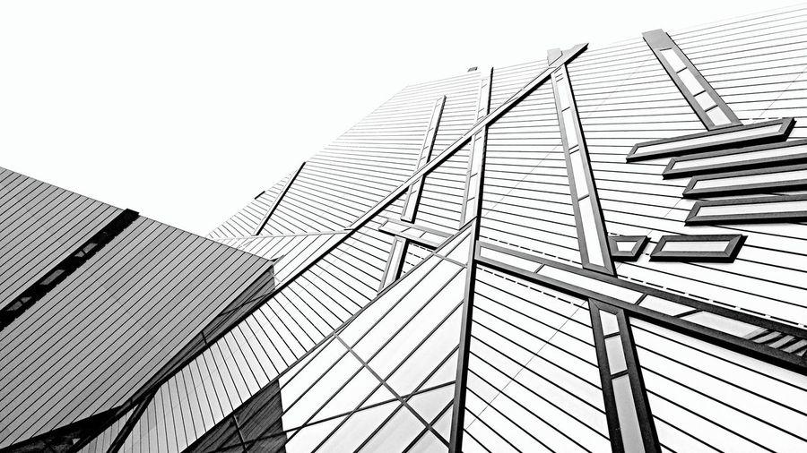 Blackandwhite RoyalOntarioMuseum Rom Architecture Modern Architecture Modern Buildings Skyline Sky The Architect - 2017 EyeEm Awards