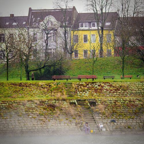 Angler idyllic in Duisburg Laar