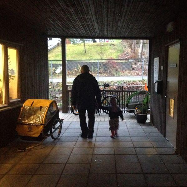 Å bli hentet av bestefar i barnehagen FamilylifeGrandpa