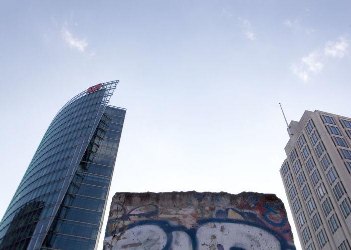 Battle Of The Cities Berlin Berlin Wall Between Deutsche Bank Graffiti Sky Sky High Skyscrapers