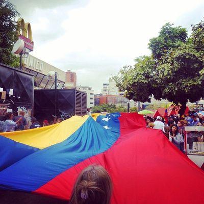 1M 1marzo Chacaito Venezuela sosvenezuela ResistenciaVzla sos laverdad estudiantes gobiernocorructo prayForVenezuela fuerza elquesecansapierde marcha porlapaz caracas universidades paz bandera plazabrion