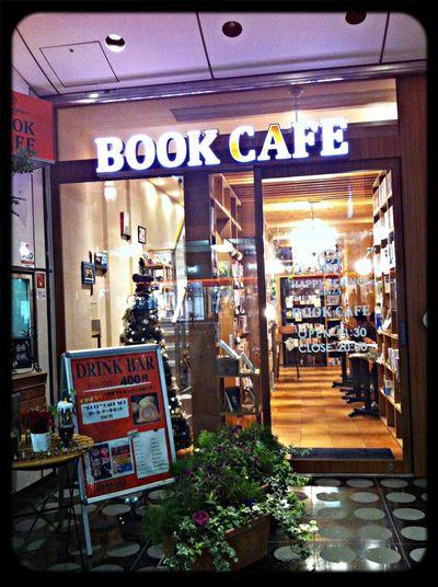 銀座を散歩していたら素敵なカフェを発見‼︎書物と珈琲の落ち着いた空間に癒されます☻