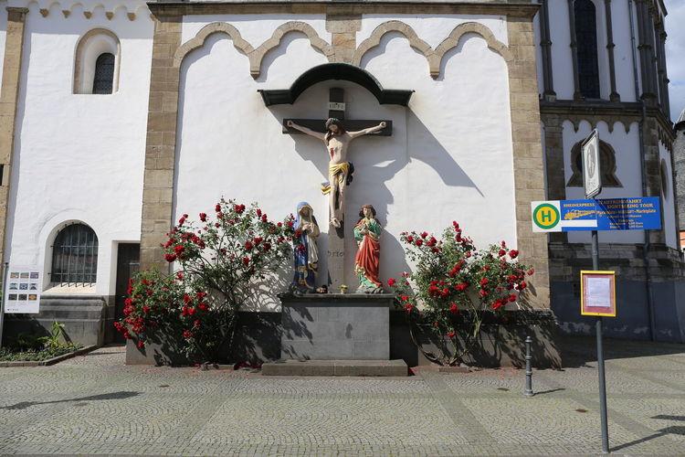 Jesus am Kreuz Architecture Built Structure Building Flower Day Flowering Plant No People Outdoors Representation Religion Human Representation Belief Jesus Am Kreuz