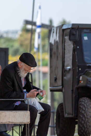 Life in Israel. Geldschein  Adult Bill Communication Day Focus On Foreground Geld Israel Jerusalem Land Vehicle Lifestyles Males  Mature Men Men Mode Of Transportation Nature Old One Person Outdoors Public Transportation Real People Senior Adult Senior Men Sitting Transportation