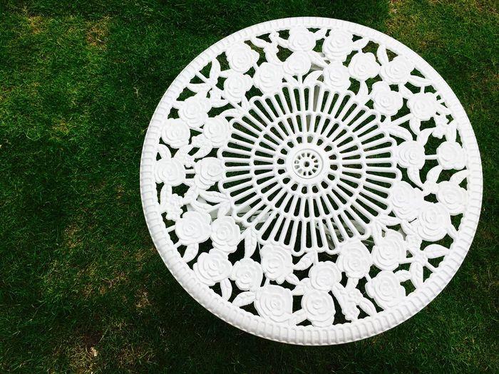 White And Green White Table Green Grass Circle Garden Decor Garden Design Vintage Table