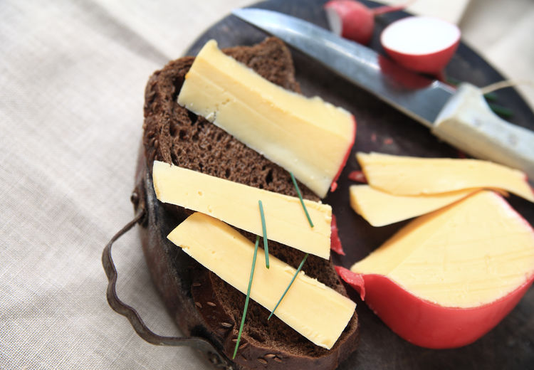 High Angle View Of Dutch Edam Cheese On Brown Bread