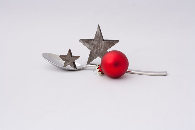 White Background Indoors  Studio Shot Still Life Close-up Copy Space Spoon Restaurant Catering Food And Drink Coffee Merry Christmas! Christmas Christmas Decoration Holiday Holidays Celebration Christmas Ornament Backgrounds Seasons Greetings Decoration Coffee Spoon Eating Kitchen Utensil