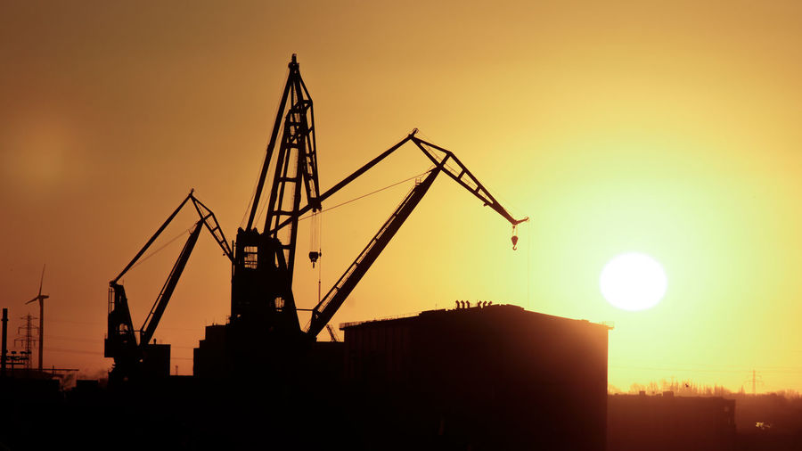 Hafenanlagen Crane Crane - Construction Machinery Orange Color Silhouette Sky Sonne Sun Sunset Windrad