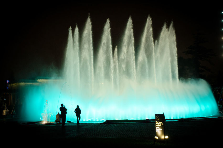 Parque de las Aguas Fuente❤Agua Lima Lima-Perú Nature Night Lights Nightphotography Water Reflections Beauty In Nature Fontain Full Length Illuminated Lifestyles Long Exposure Men Motion Nature Night Outdoors People Real People Silhouette Sky Spraying Standing Togetherness Water Water_collection Waterfall