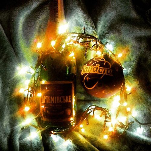 новый_год готовимся праздник Шампусик Sandora игрушка гирлянда игристое артёмовское Celebration Champagne Toys Tree New Year Sparkling Holiday New_Year_holiday