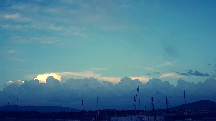 The sky after the storm... It looks like a barrier of heavy cotton Crazysky Crazyclouds Lacleman Lemanlake Afterthestorm  Sunset Sailboats Naturelovers Mountains And Sky Nature_perfection Cottonsky Blue Sky Clouds And Sky Thegreatoutdoors-2016eyeemawards