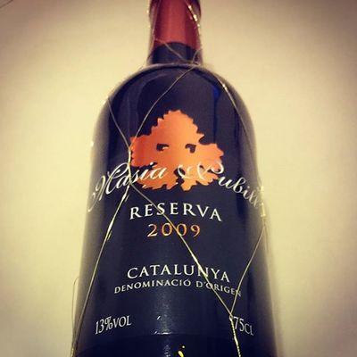 The best wines are the ones we drink with friends. Redwine Spanishred Taipei Alcohol