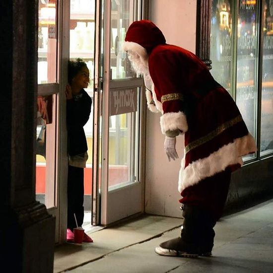 Santa Santaclaus Littlegirl Happy Happylittlegirl Adorable Cute Moments Priceless