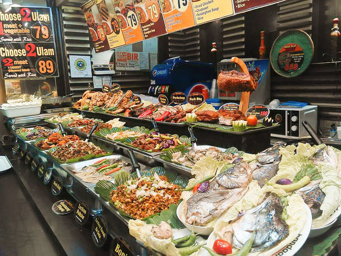 Filipino foods are delicious. Fast Food Menus Seafood Seafoods Shrimps Stalactite  Choice Fast Food Restaurant Filipino Food Filipinofood Fish Food Food And Drink Food Variatio Fresh Fishes Freshness Frsh Fish Healthy Eating Market Meals Meals And Drinks Men No People Ready-to-eat Retail