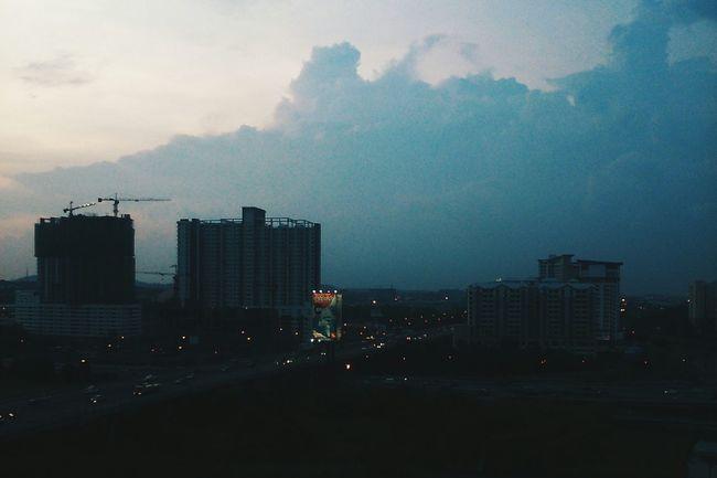 Ketika malam, semua berkumpul dalam kepala, lebih berwarna, lebih hidup. Dan rindu menjadi sesuatu yang jauh lebih mendesak ketika bisu. Clouds And Sky EyeEm Malaysia Vscocam Taking Photos